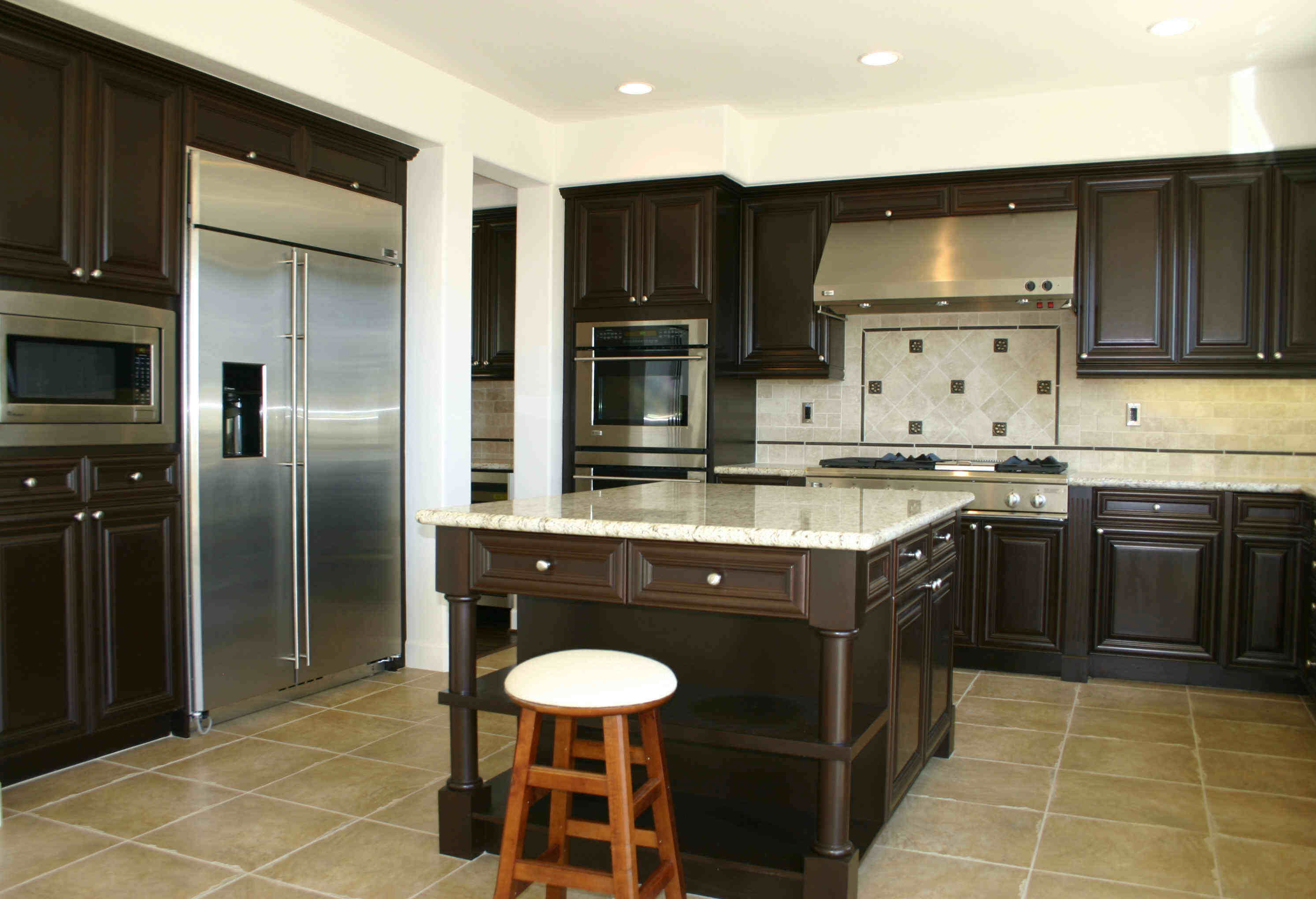 Hire reputable kitchen remodeling contractors for quality for Kitchen improvements