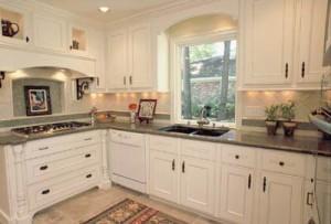 White-Custom-Cabinets-Traditional-Kitchen-Design